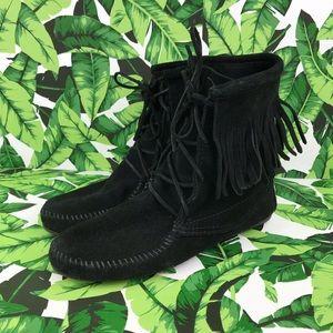 Minnetonka Tramper Black Suede Fringe Ankle Boots
